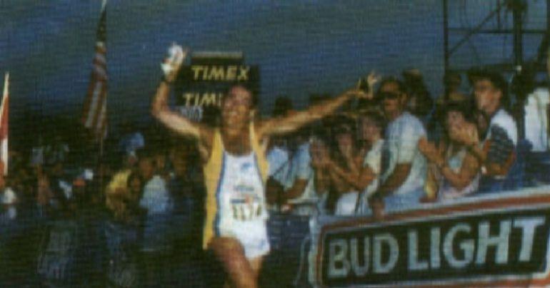 Javier Berasategi, cruzando la meta del Ironman de Hawái
