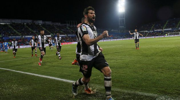Coke celebra su gol en el Coliseum Alfonso Pérez