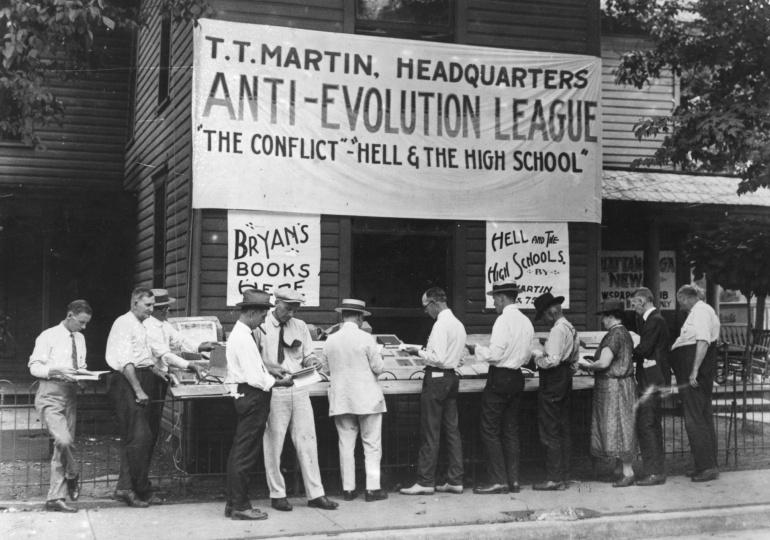 Miembros de la Liga Antievolución