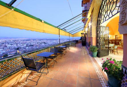 En Semana Santa regálate y regálale a tu familia un palacio andalusí