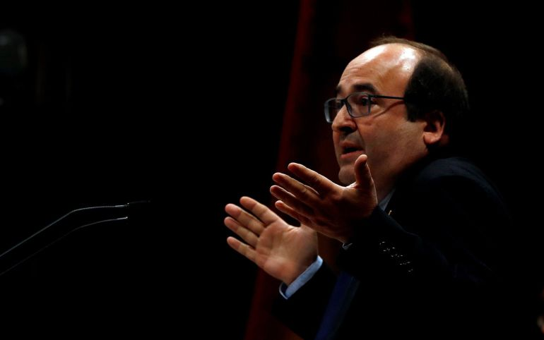 El líder del PSC, Miquel Iceta, durante su intervención en el debate de investidura del candidato a la presidencia de la Generalitat