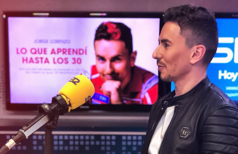 Jorge Lorenzo, piloto de Moto GP, en los estudios de la Cadena SER.