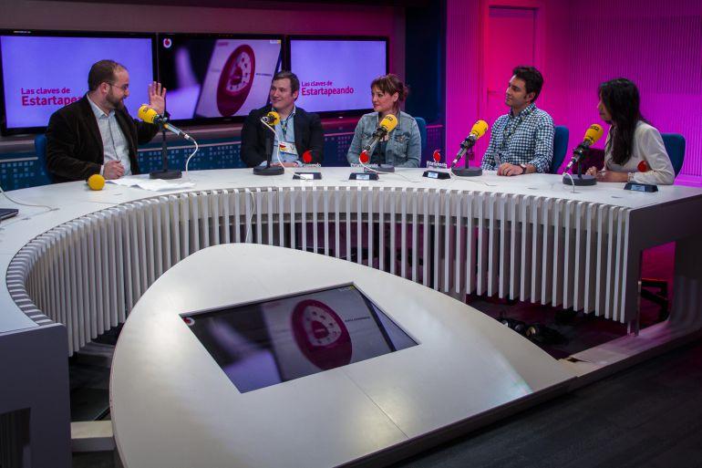 De izquierda a derecha, Rafa Bernardo, Alejandro Vañó (Kmina), Isabel Ramos (Share a Coffee for), Guillermo Íñiguez (One Oak) y Helena García Soto (Madaísh) durante la entrega de los Premios Estartapeando