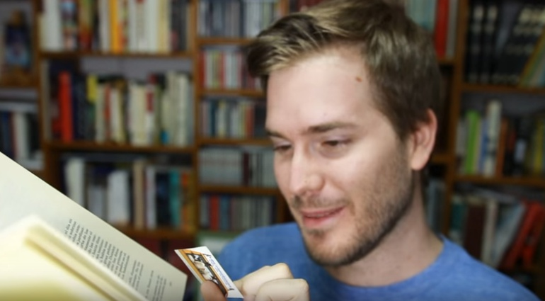 Escena de uno de los vídeos del canal de YouTube de Javier Ruescas