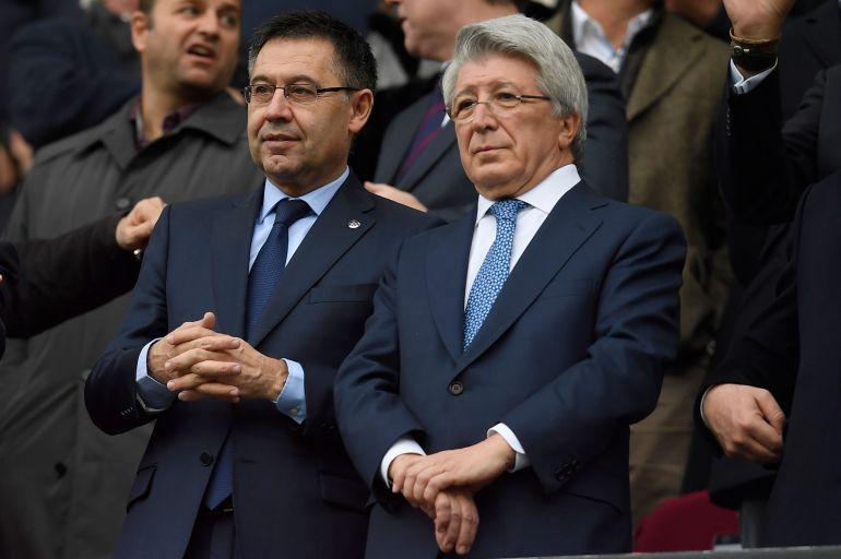Josep María Bartomeu y Enrique Cerezo en un Atlético - Barcelona.