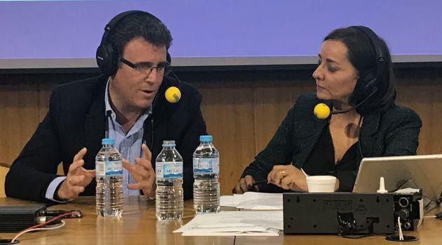 El jefe del servicio de vigilancia Aduanera de Algeciras, Lisandro Capote, y Pepa Bueno