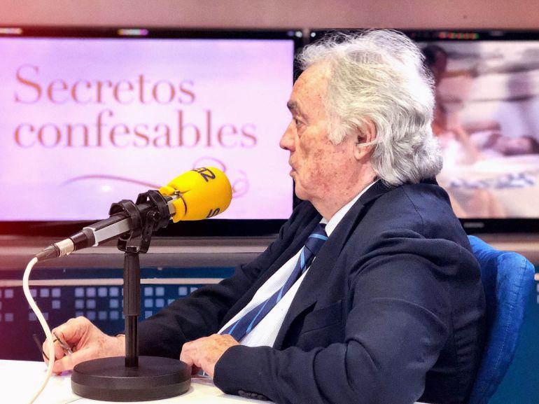 Alfredo Fraile, en los estudios de la Cadena SER.