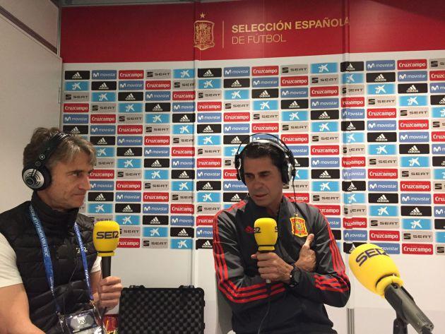 Fernando Hierro, con Javier Herráez, durante la entrevista en El Larguero