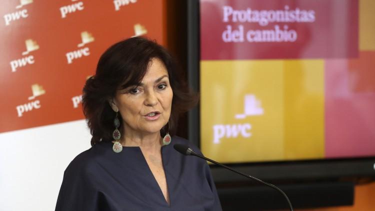 """Carmen Calvo, en 'Hora 25': """"Las mujeres no tenemos por qué reconocernos en el masculinoabsoluto de la Constitución"""""""