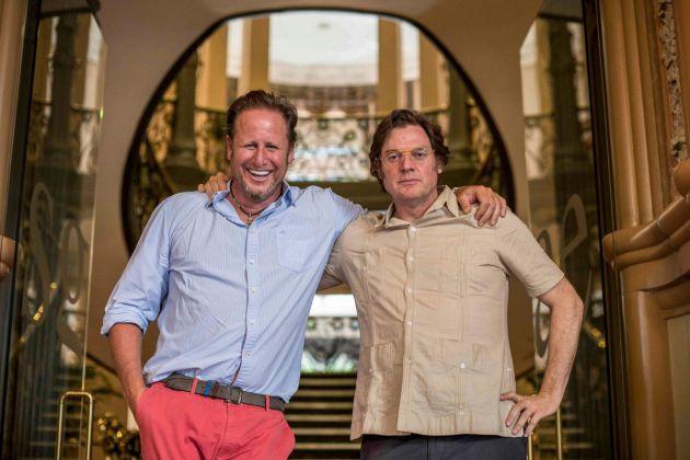 Los directores del documental de Netflix'Dos Cataluñas, Álvaro Longoria y Gerardo Olivares