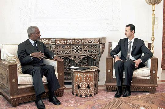 REUNIÓN EN DAMASCO. El secretario general de la ONU, Kofi Annan (izqda.), durante su reunión con el presidente de Siria, Bachar el Asad, en Damasco.