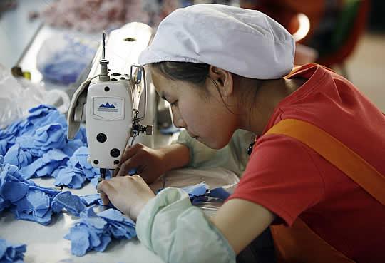 Trabajadora en China (Reuters)