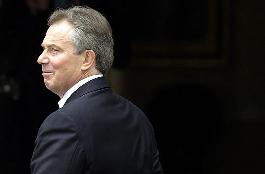 ADIÓS. Blair deja el 10 de Downing Street, horas antes de convertirse en enviado del Cuarteto para Oriente Próximo.