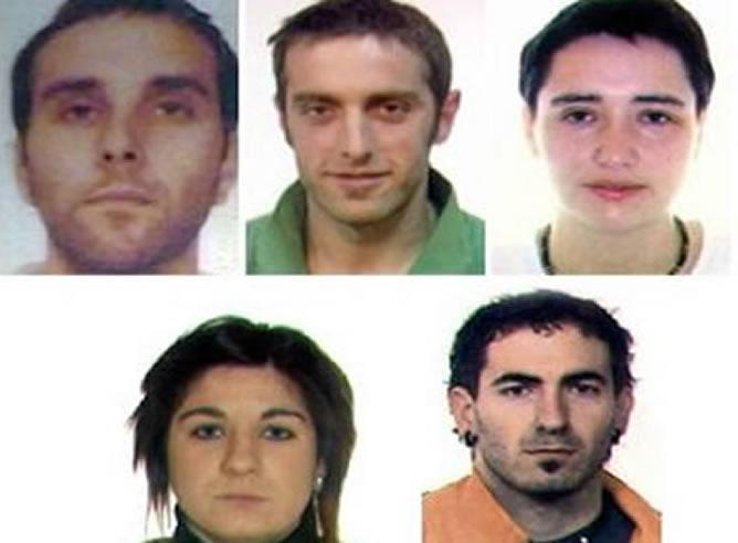 Imagen que dio a conocer la Guardia Civil hace unos días, donde aparecen los dos detenidos (segundo por la izquierda, arriba y primera por la izquierda abajo).