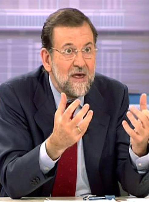 Los sondeos dan una victoria holgada a Zapatero en el debate final
