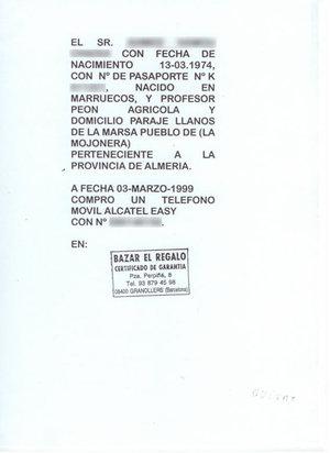 Factura telefónica de Alcatel presentada por el marroquí que posteriormente fue legalizado. Los datos del cliente han sido borrados para mantener su anonimato.