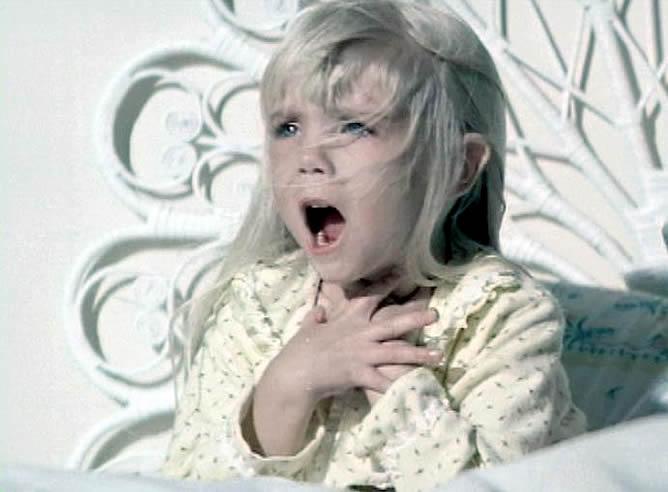 """Aterrorizó a medio mundo con sus gritos y avisos sobre fantasmas. """"Ya están aquí"""", repetía insistentemente Carol Anne. Dijeron que la película estaba maldita y en ella la maldición se hizo realidad"""