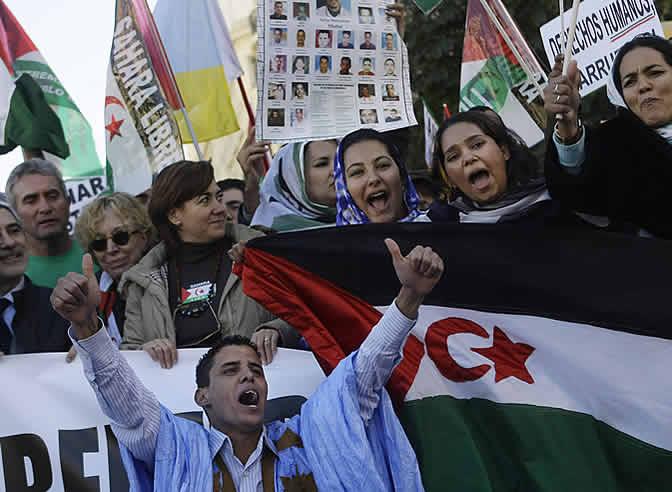 """En la marcha se han oído frases como <b>""""Zapatero atiende, el Sahara no se vende""""</b>."""