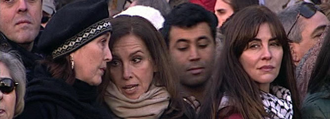 """Miles de personas han acudido a una manifestación en defensa del pueblo palestino y contra """"la agresión brutal de Israel"""", que recorrió el centro de Madrid"""