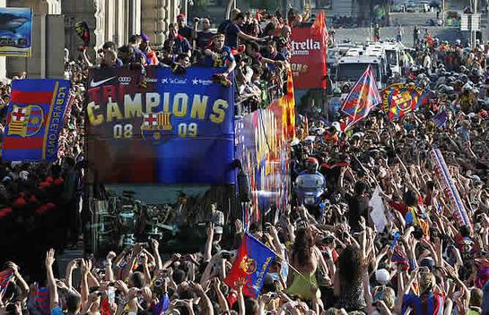 FOTOGALERIA: Baño de multitud tras la consecución de la histórica triple corona