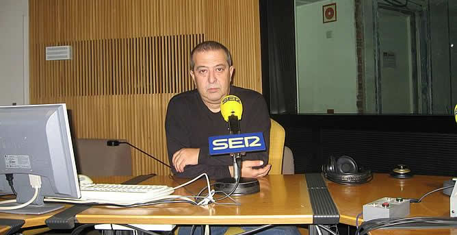 Trabajaba con José Ramón de la Morena, y tras un día normal de trabajo, falleció repentinamente a los 56 años. Todos sus compañeros y la CADENA SER envían sus condolencias a la familia