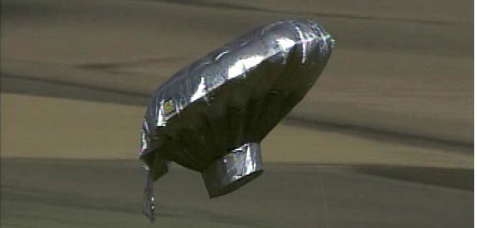 subido a un globo de helio construido por su padre, cuando se soltó y ... Y Intercept Definition