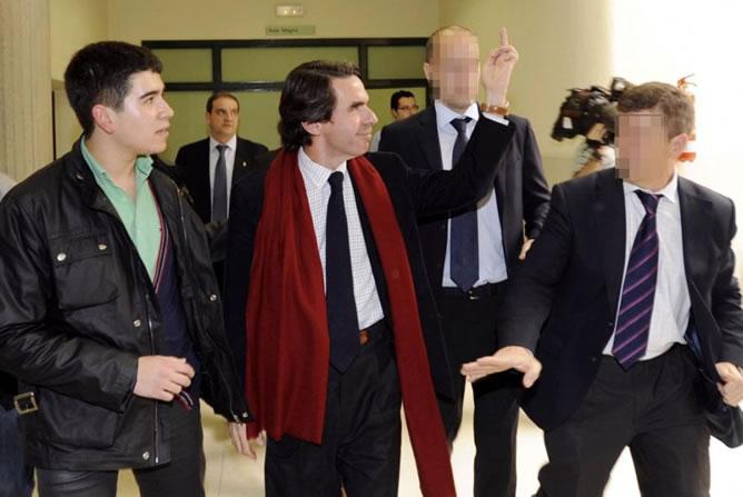 El ex presidente ha sido abucheado en Oviedo y ha respondido con la 'peineta'