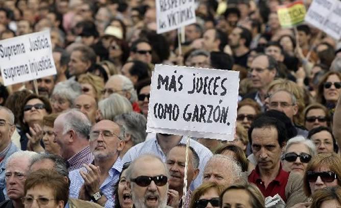 Miles de personas se echan a la calle para apoyar al juez Garzón