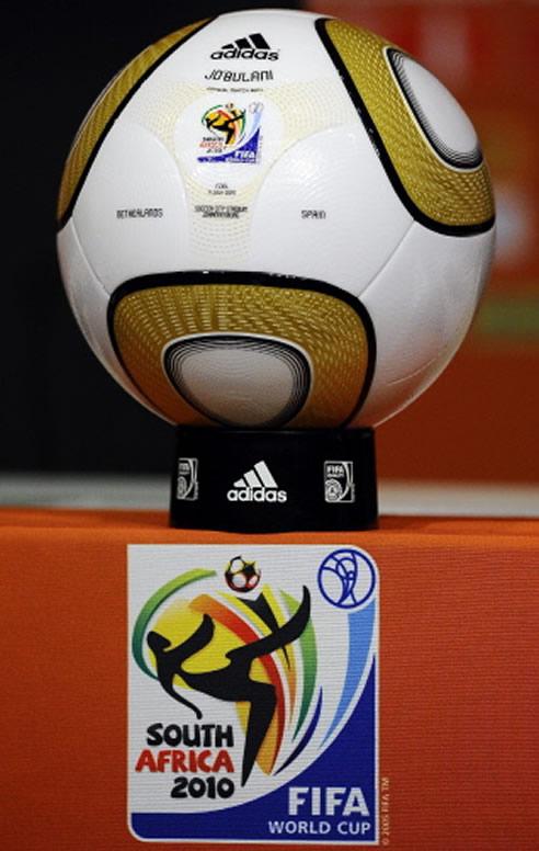 Adidas ha diseñado un novedoso 'Jabulani', con el que Holanda y España disputarán la final del Mundial de Sudáfrica este domingo a partir de las 20.30 horas, que tiene como principales novedades que cuenta con detalles en dorado y que tiene escritos los nombres de las dos selecciones finalistas.