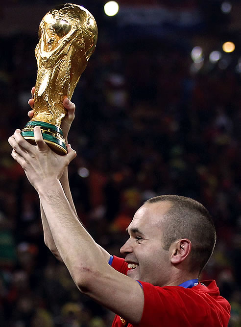 FOTOGALERIA: El héroe de la final levanta la copa