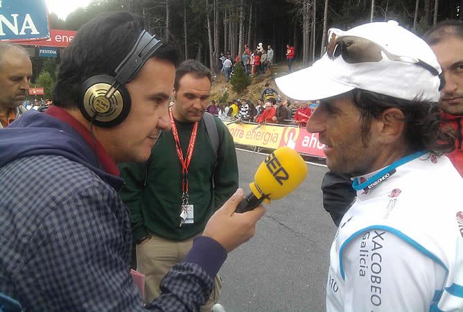 El corredor del Xacobeo Galicia ha charlado con el director de 'El Larguero' al término de la undécima etapa de la Vuelta