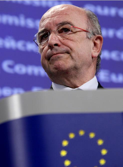El comisario europeo de Competencia, el español Joaquín Almunia, comparece en la sala de prensa de la Comisión Europea en Bruselas