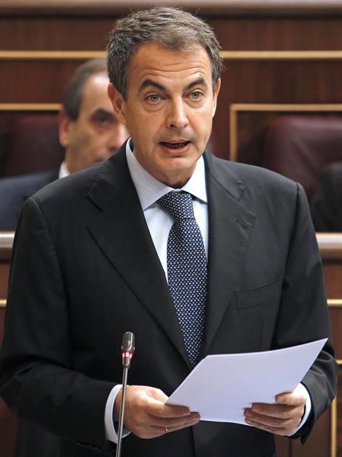 José Luis Rodríguez Zapatero durante su intervención en la sesión de control al Ejecutivo celebrada este miércoles en el Congreso de los Diputados, en la que ha anunciado la privatización de la gestión de los aeropuertos de Barajas y el Prat, entre otras medidas.