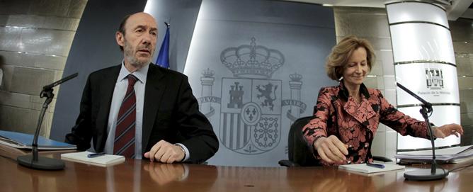 Los vicepresidentes del Gobierno comparecen ante la prensa después de aprobar el decreto con el nuevo plan anticrisis