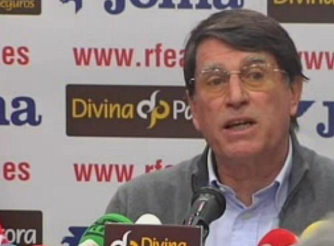 El presidente de la Federación Española de Atletismo, José María Odriozola, durante su comparecencia para explicar las consecuencias de la presunta trama de dopaje investigada en el marco de la 'operación Galgo'