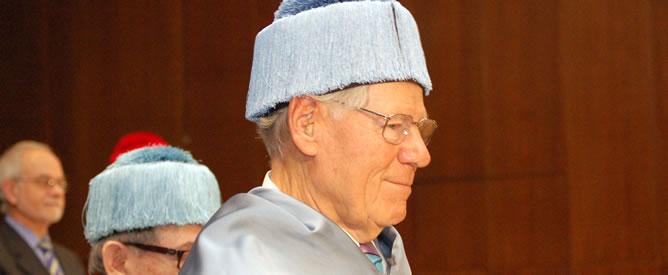 El teólogo Hans Küng, Doctor Honoris Causa por la Facultad de Filosofía de la UNED
