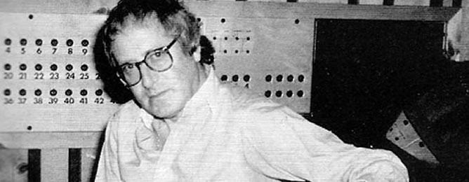 John Barry en su estudio de grabación