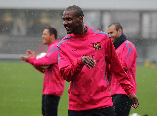 Abidal, durante un entrenamiento con el Barça