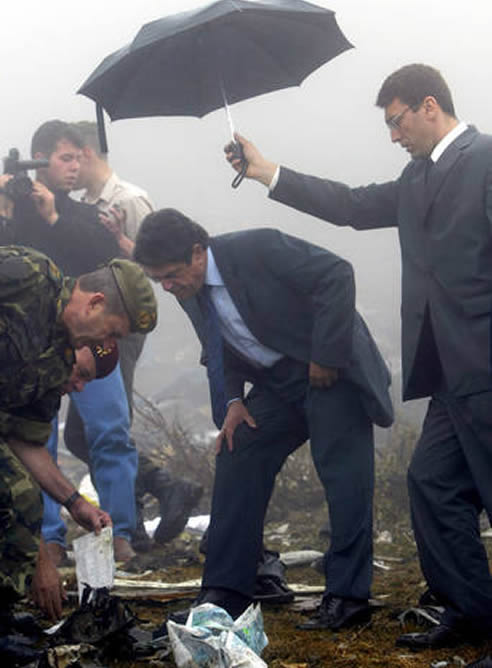 Federico Trillo cuando visitó el lugar del accidente del Yak-42