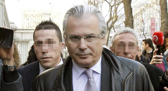 Fotografía de archivo, del 7 de marzo de 2011, del juez Baltasar Garzón a las puertas del Tribunal Supremo