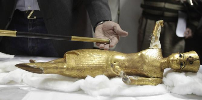 Una de las piezas robadas del ajuar de Tutankamón que se han encontrado en el metro de El Cairo este martes