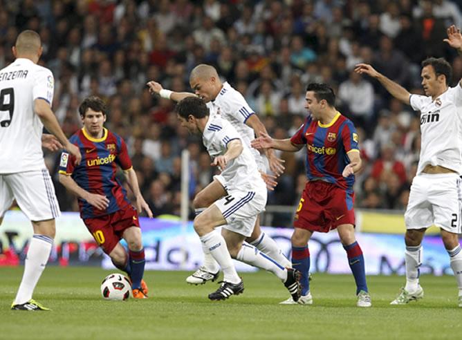 Todos contra Xavi y Messi