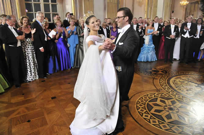 El príncipe Daniel Westling y su esposa, la princesa Victoria de Suecia se dieron su 'sí quiero' en Estocolmo