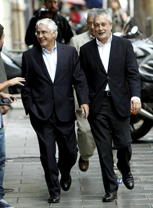 FOTOGALERIA: José María Barreda y José Antonio Griñán llegan a la calle Ferraz