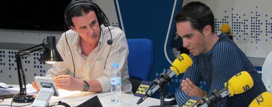 FOTOGALERIA: Alberto Contador en 'El Larguero' con José Ramón de la Morena