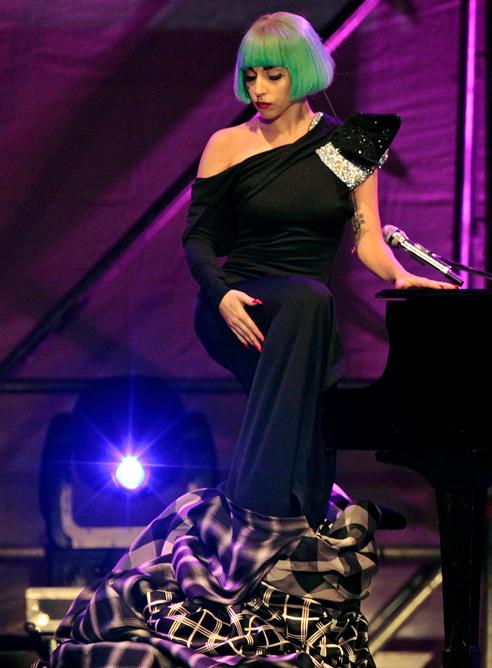 """La cantante estadounidense Lady Gaga fue la invitada de excepción en la Marcha del Orgullo Gay """"Europride 2011"""" de Roma"""