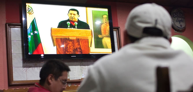 En un discurso a la nación desde La Habana, el presidente de Venezuela ha dado detalles sobre su enfermedad y asegura que sigue al mando