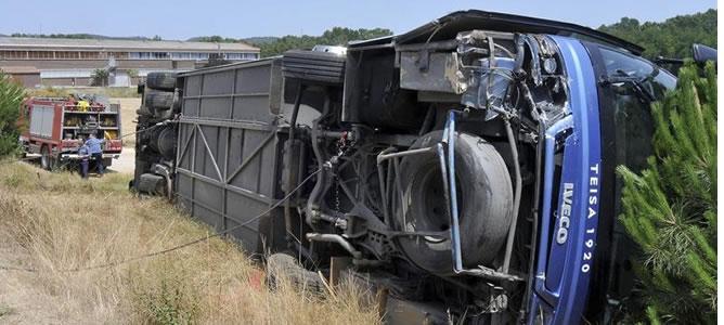 El vehículo volcó el pasado domingo en Cassà de la Selva (Girona), en un accidente en el que todos menos uno de los 45 viajeros que lo ocupaban han resultado heridos leves en el siniestro.