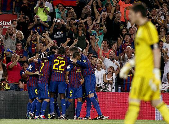 FOTOGALERIA: Iniesta alegra al Camp Nou