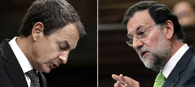 Zapatero y Rajoy, durante su intervención en el pleno extraordinario del Congreso